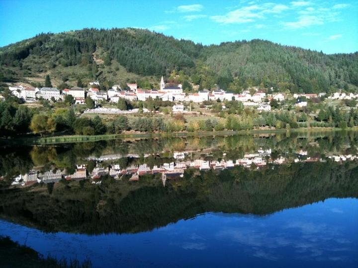 Saint-Martial le village et le lac